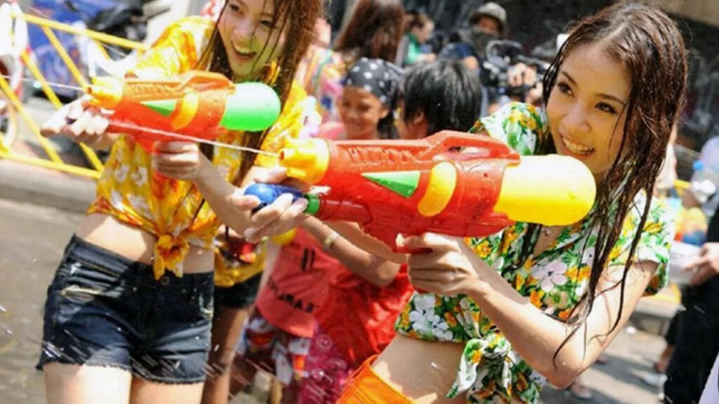 Songkran-street-girls